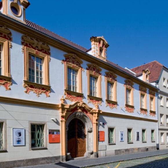 Letní výstavní sezóna byla ukončena, galerie se znovuotevře 20. října